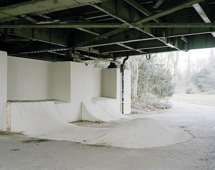 Foto eines DIY Skatespots unter der Mülheimer Brücke in Köln. Marcel Wurm Fotografie, Köln