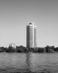 Foto des AXA Towers in Köln, von Fotograf Marcel Wurm für das Projekt -Vollendete Gegenwart-